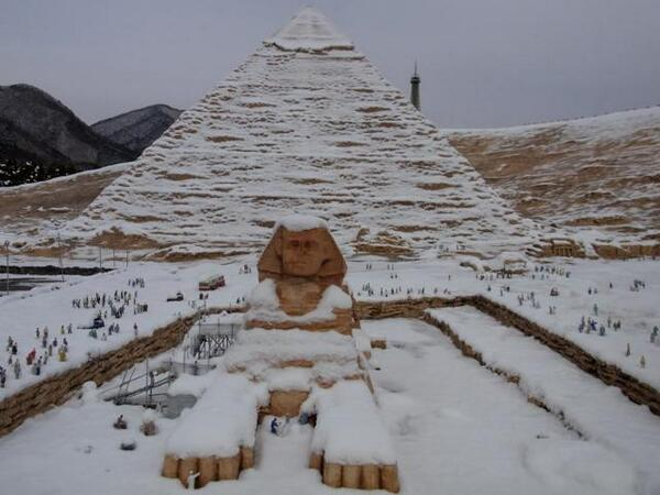 Египетские пирамиды под снегом