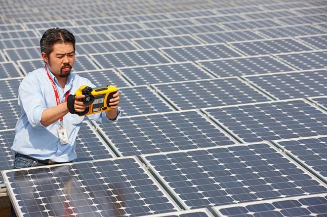 В 2013 году суммарная мощность, введённых в эксплуатацию солнечных установок в Китае достигла 12 гигаватт