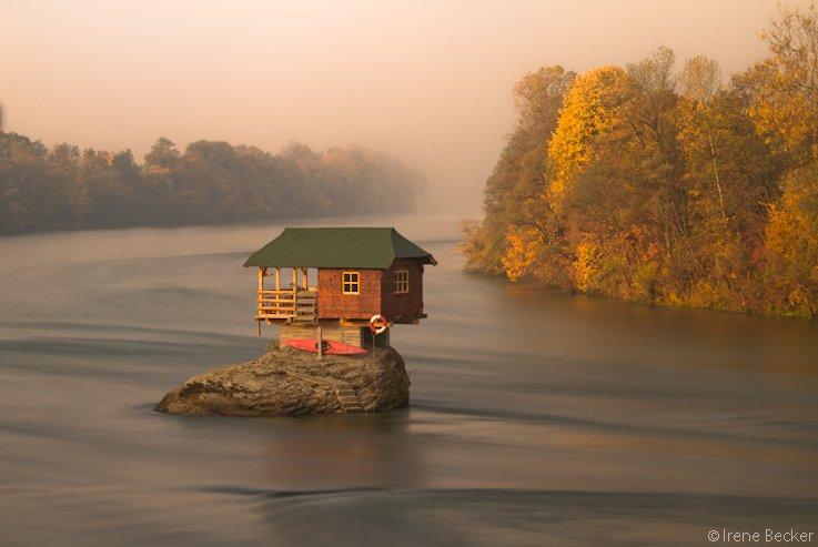 Дом на реке. Сербия.