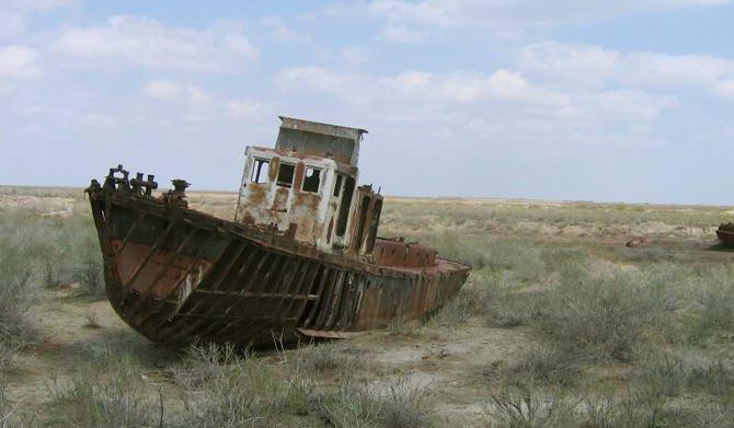 Корабль на дне Аральского моря