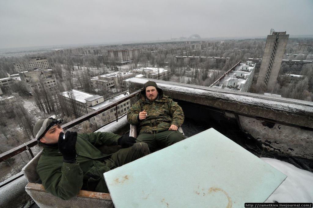 Фото на фоне Припяти.