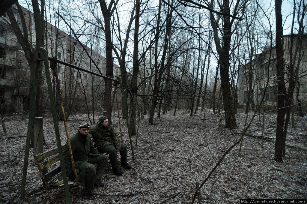 Заросший двор Припяти