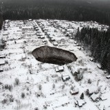 В Соликамске образовалась гигантская воронка