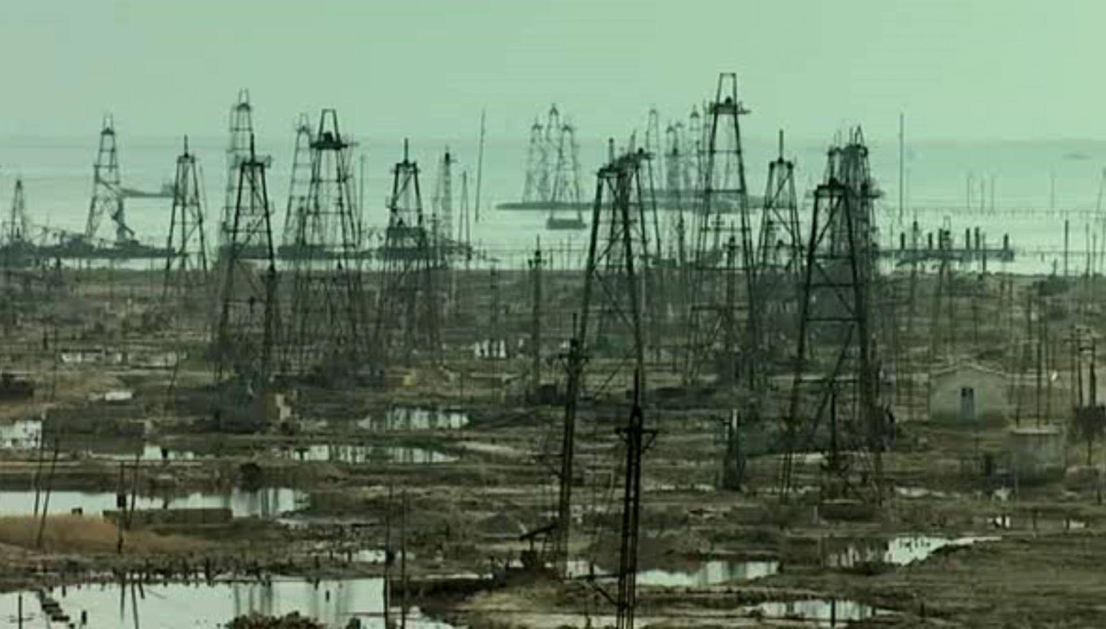 Заброшенные нефтяные шахты Баку.