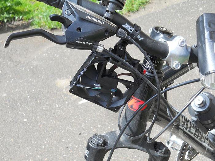 """Велосипедный """"ветряк"""" для зарядки телефона"""