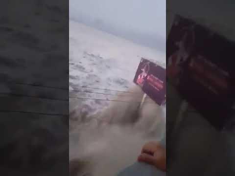 Индонезия: количество жертв цунами превысило 800 человек (видео)